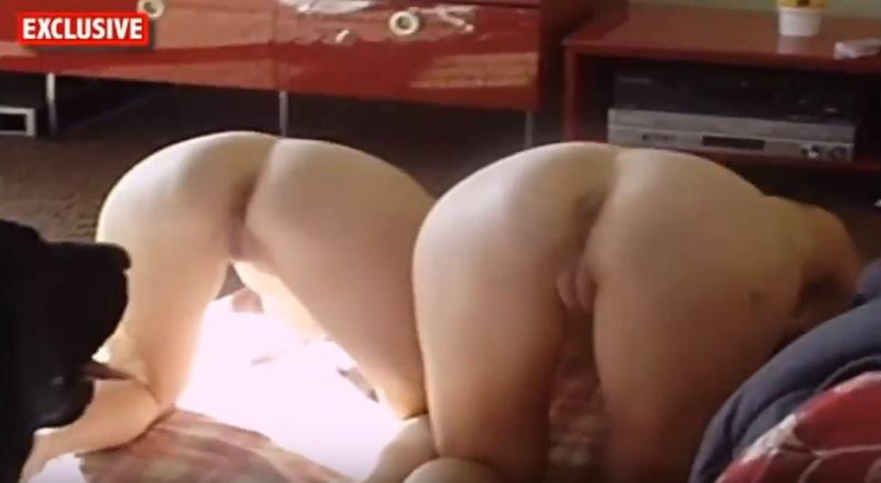 Xem Sex thú hd Hai em tây chổng đít để chó đụ lồn