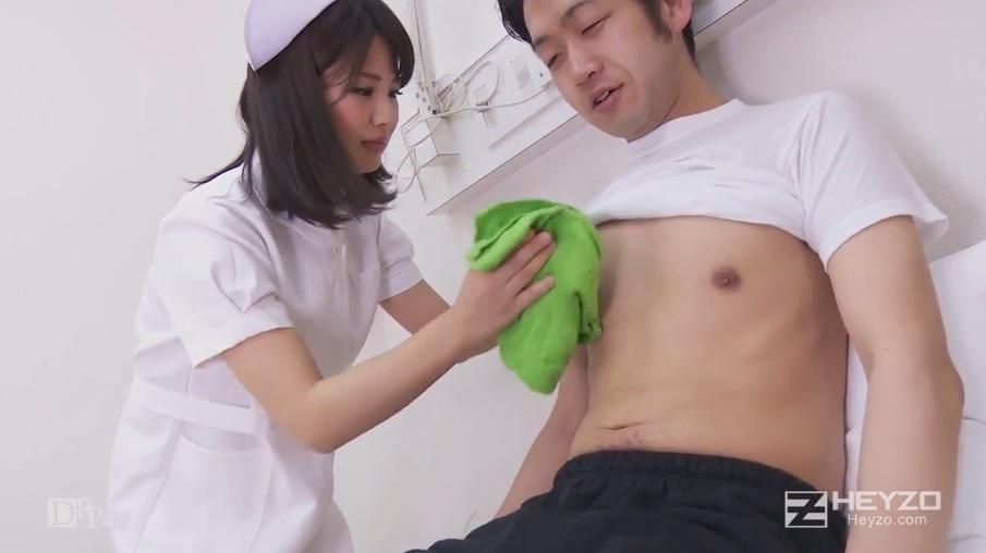 Chơi em y tá xinh đẹp dâm đãng trong viện